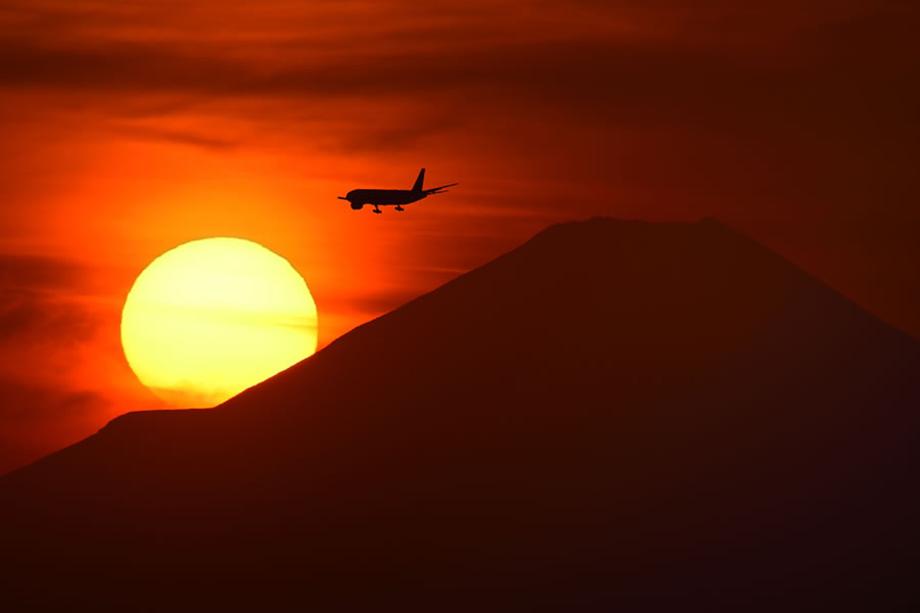 写真家 井上 六郎が超望遠ズームレンズSP 150-600mm G2で飛行機を撮る