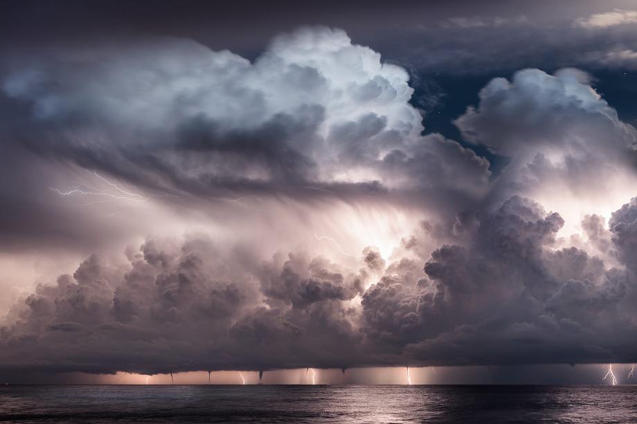 写真家 Bastian Werner氏がタムロン SP 15-30mm F/2.8 G2で美しくダイナミックな自然現象を撮影。未公開カット含む全15カットを公開