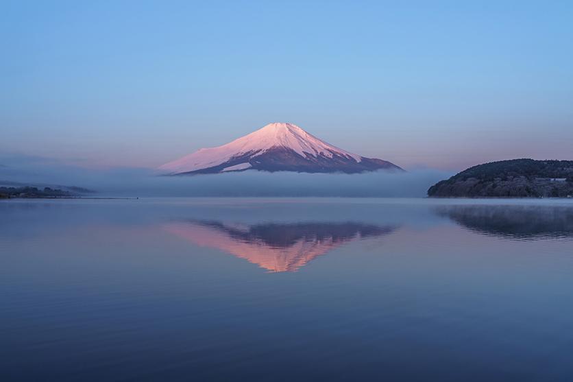 富士山写真家 TAKASHI氏がタムロン大口径標準ズーム28-75mm F2.8で冬空に映える富士山を撮影