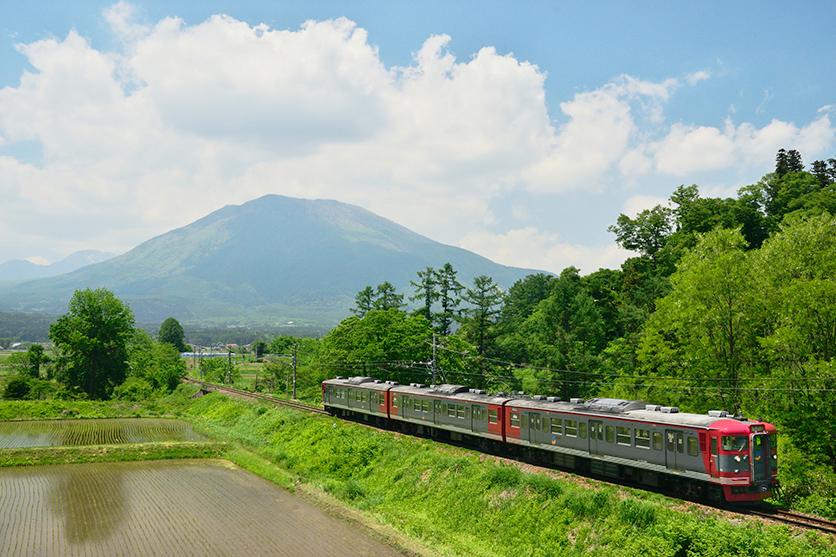 鉄道写真家 杉山 慧氏がタムロン35-150mm F2.8-4 Di VC OSD (Model A043)で、初夏の「しなの鉄道」を撮影